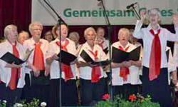 Chor der Volkssolidarität auf Bühne