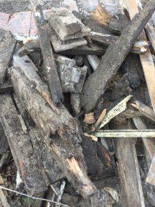 Holzhaufen aus der Schwemme